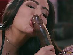 Curvy stripper babe Lela Star gets a broad in the beam black dick with an increment for cum exceeding chest