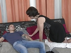 Mom wake up and seduce lucky laddie
