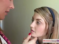 Brit stepmommy orally pleasured nearby ffm