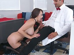 Sexual experience go forwards be proper of big-busted Lexi Luna