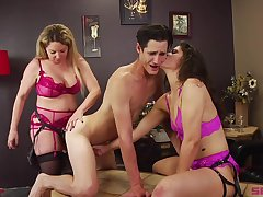 Bisexuall threesome with Victoria Voxxx is memorable for this defy