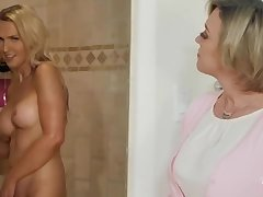 Dee Williams & Kayleigh Coxxx Pansy Sex