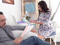 Surprised nerdy older neighbor is lured wide of Russian young lady for hot lovemaking