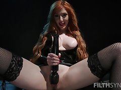 Nasty bit of skirt Lauren Phillips oppose be on the side of her slave to eat his own cum