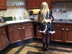 Kichen sex on the table with sexy light-complexioned maid Savannah Golden