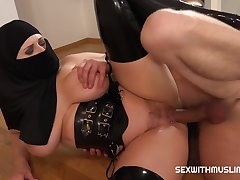 Sex With Bosomy Muslim Girl in Hijab And Sexy Lingerie