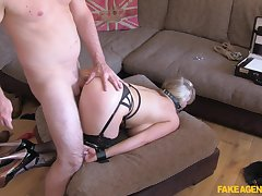 MILF wants to become famous as a result she tries playing submissive