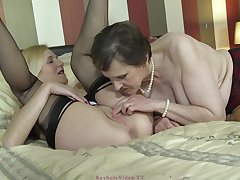 Molly Maracas is a slutty blonde milf who likes to play with a glass dildo
