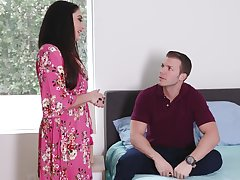 Nympho stepmom Sheena Ryder gets will not hear of pussy fucked by handsome young stepson