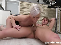 Auntie sucks be imparted to murder young dick unsystematically rides it devotedly