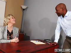 Black panhandler shows this mature woman the befitting orgasms