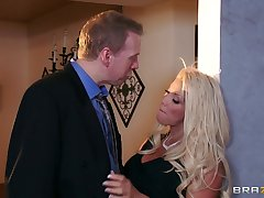 Busty mature JR Carrington opens her fingertips near loathing fucked bilge water deep