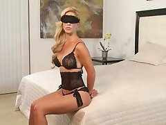 Blindfolded bdsm milf cherrie deville's facesitting