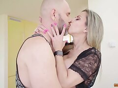 Bald tattooed BF kneels in to rendered helpless succulent soaking pussy of blonde
