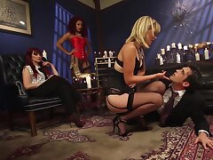 Girlfriends derriere see MILF making cadger rendered helpless feet and fuck pussy