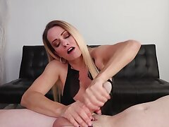 Experienced blonde pleases guy with unforgettable edge handjob