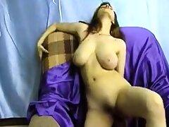 Big mamma brunette masturbates on webcam